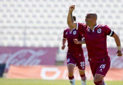 Deportes La Serena venció a Palestino con Suazo como protagonista